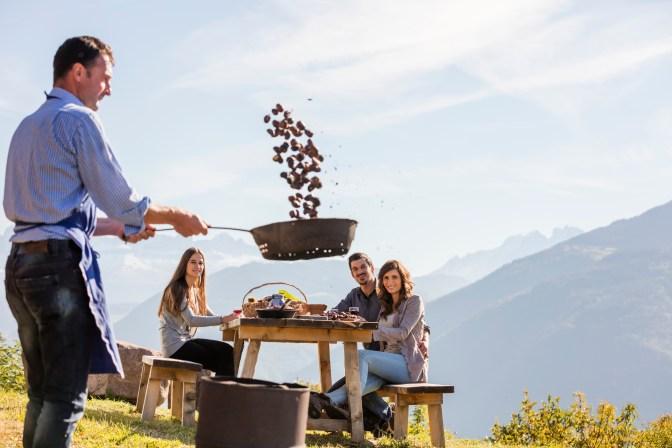 Alto Adige, dodici cartoline autunnali dai masi Gallo Rosso  Image of Alto Adige, dodici cartoline autunnali dai masi Gallo Rosso