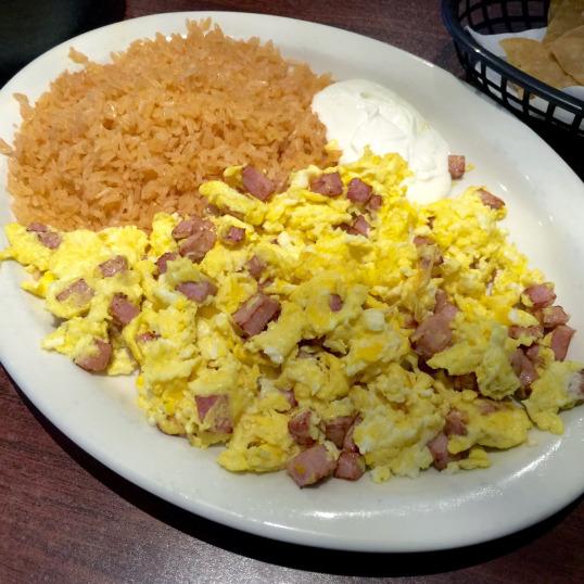 Mariscos Huevos con Jamon