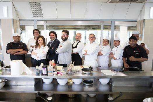 Bruno Barbieri con la squadra di Daruma