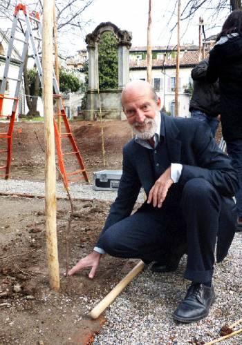 LucaMaroni pianta le barbatelle alla Vigna di Leonardo (1)
