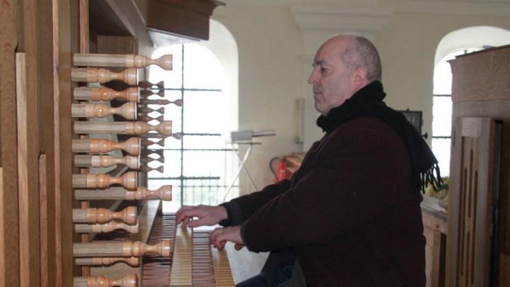 Orgelkonzert mit Dr. Otmar Heinz erläutert neue Hauser-Orgel in Karlskron