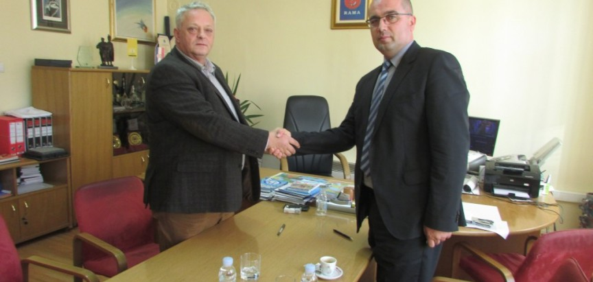 Potpisan Ugovor za asfaltiranje lokalne ceste Gračanica – Klek