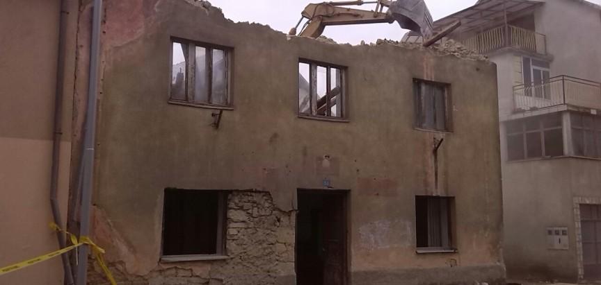Nastavak rušenja starih zgrada u Prozoru