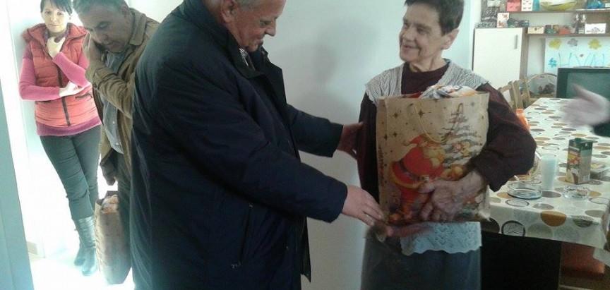 Načelnik Ivančević i prozorski župnik don Stipo Knežević posjetili stanare zgrade za socijalno stanovanje