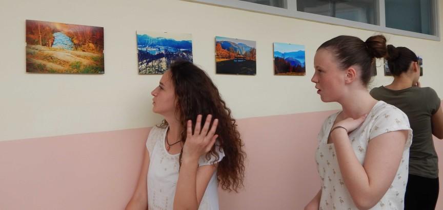 Postavljena izložba fotografija foto sekcije Srednje škole Prozor
