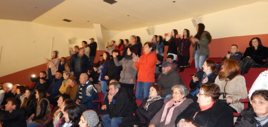 """FOTO: """"Sinovi Hercegovine"""" raspjevali ramsku publiku"""