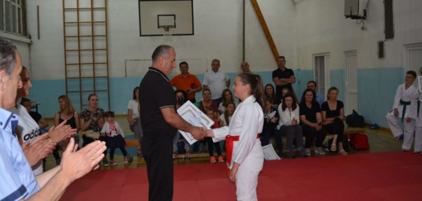 Foto: Karatisti polagali za nova karate zvanja