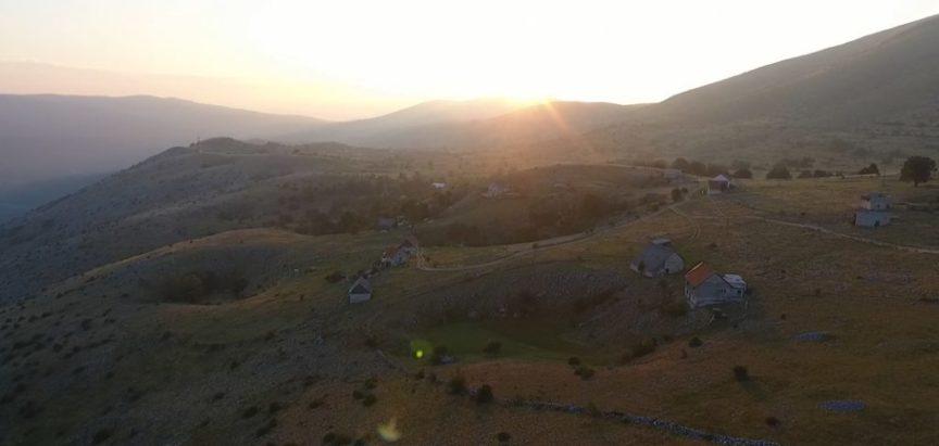 'ZARADIMO 12.000 KUNA MJESEČNO, ALI NIJE LAKO…' Priča o posljednjoj generaciji u dugoj tradiciji stočarstva na obroncima planine Raduše