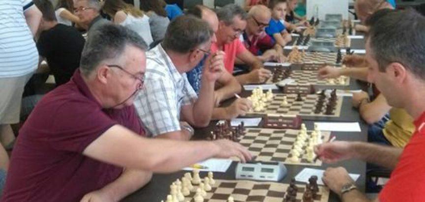 Šahisti na prvenstvu HB u Neumu