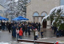 Foto: Otvoren 2. Božićni sajam u Prozoru