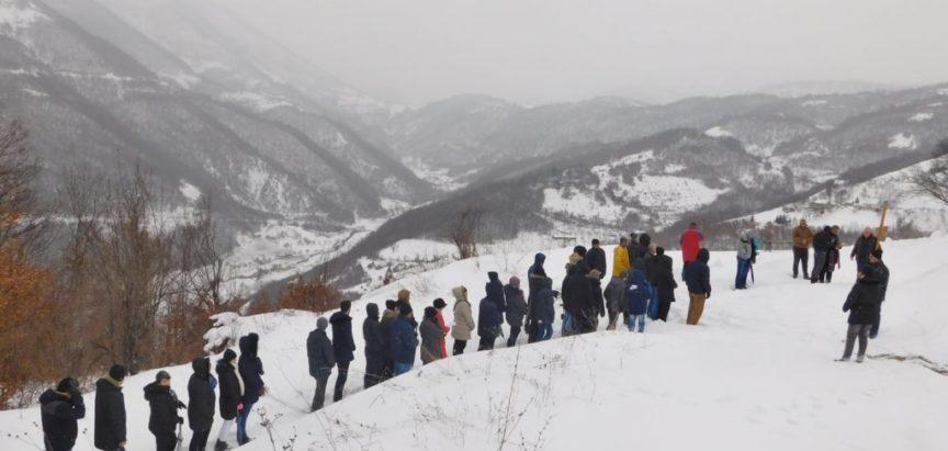 Foto: Put križa na Gradac po snijegu i velikom minusu