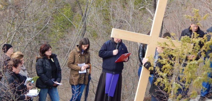 """Foto: Put križa na """"Ramskoj kalvariji"""" – Gračac iznad Podbora"""