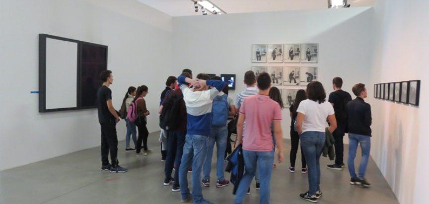 Foto: Maturanti gimnazije iz Prozora u stručnom posjetu muzeju suvremene umjetnosti u Zagrebu