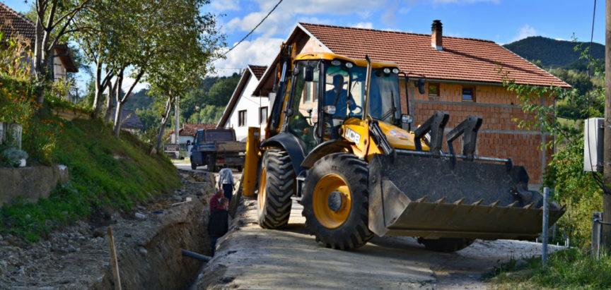 Foto: Radovi na izmjeni azbestnih cijevi na glavnom cjevovodu za naselja Gornje Rame napreduju prema planu