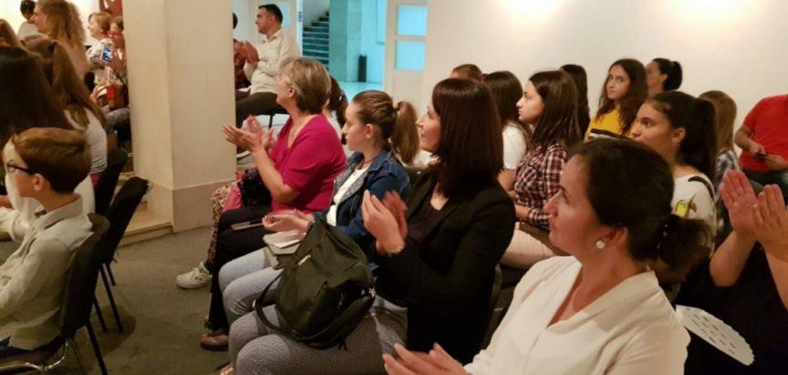 """Prvi festival dječje knjige Mostar: Loreni Šimunović uručena nagrada za pjesmu """"Moj grad"""""""