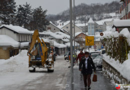 Foto: Radnici JKP Vodograd u akciji uklanjanja snijega u Prozoru
