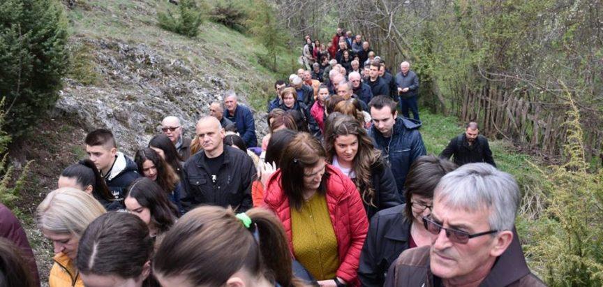 Foto: Pobožnost Križnog puta za cijelu Ramu održana na brdu Gračac iznad Podbora