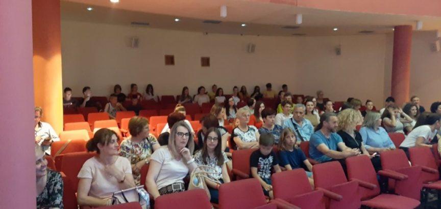 """FOTO: U Prozoru odigrana predstava """"Ona dolazi"""""""