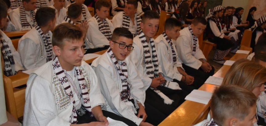 Foto: U župi Rama Šćit sakrament potvrde primilo 55 krizmanika