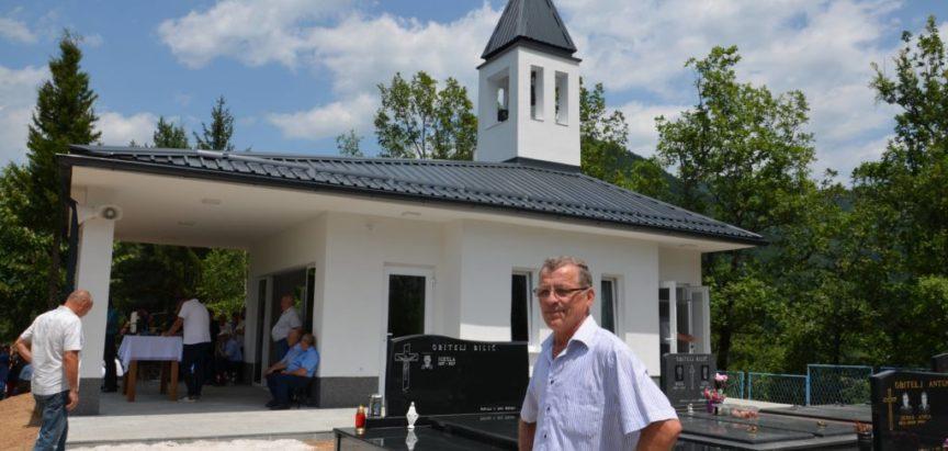 Foto/video: Na Ustirami blagoslovljena nova kapelica i mrtvačnica