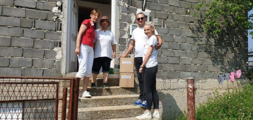 Foto: Crveni križ Prozor-Rama podijelio pakete pomoći potrebnima