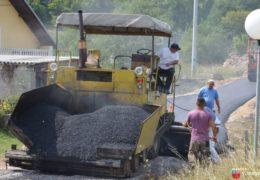 Foto/video: Zacrnio se asfalt kroz naselja u Proslapskoj planini