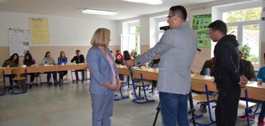 Foto: Zajedničko obilježavanje Međunarodnog dana mira Srednje škole Prozor i Jablanica