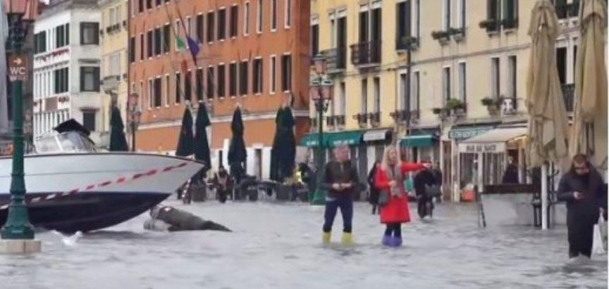 Poplave u Veneciji, gradonačelnik procjenjuje štetu u milijardama eura