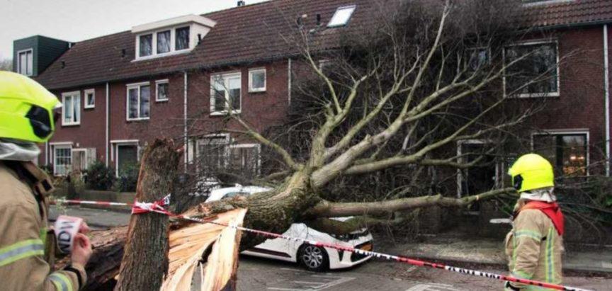 Zbog oluje širom Evrope otkazani letovi i utakmice, vjetrovi puhali 150 km/h