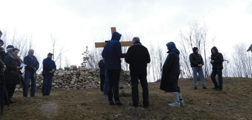 Foto: Prva  pobožnost Križnog puta na Gradac ove korizme