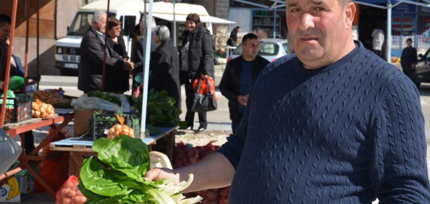 Foto: Radom i prodajom na tržnici do egzistencije