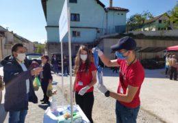 FOTO: Volonteri Crvenog križa Prozor-Rama dijelili maske na Zelenoj tržnici u Prozoru
