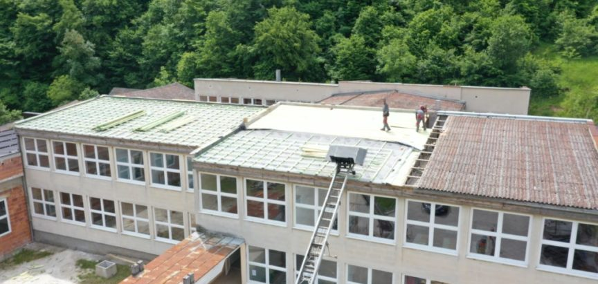 "Rekonstrukcija krova OŠ ""Ivan Mažuranić"" Gračac"