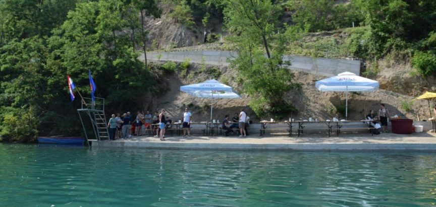 Foto/video: Svečano otvorena novoizgrađena plaža na Ustirami