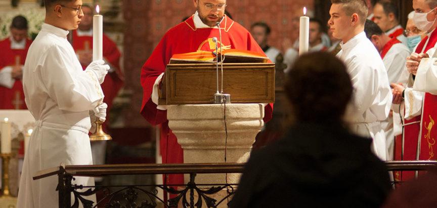 Kardinal Puljić za svećenika zaredio Josipa Dedića iz župe Prozor
