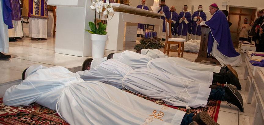 Biskup Semren za đakone zaredio osam franjevačkih bogoslova među kojima je fra Antonio Baketarić iz Rumboka