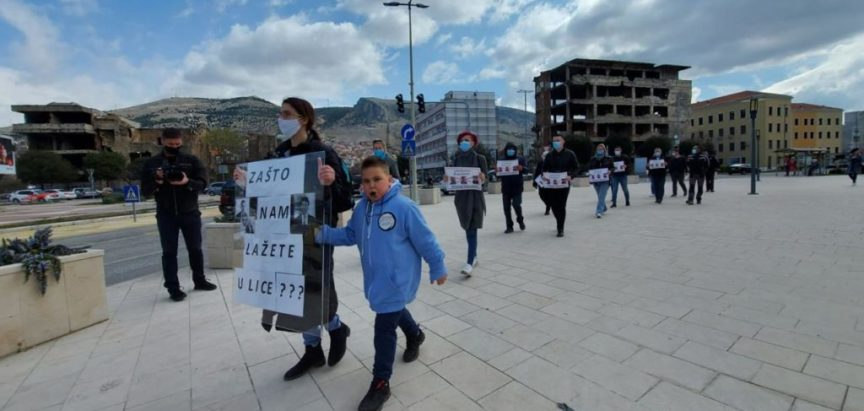 Zdravstveni djeltnici u HNŽ-u nastavljaju s prosvjednim šetnjama