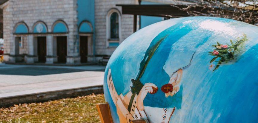 FOTO: Postavljena uskrsna pisanica na Trgu Josipa Stadlera