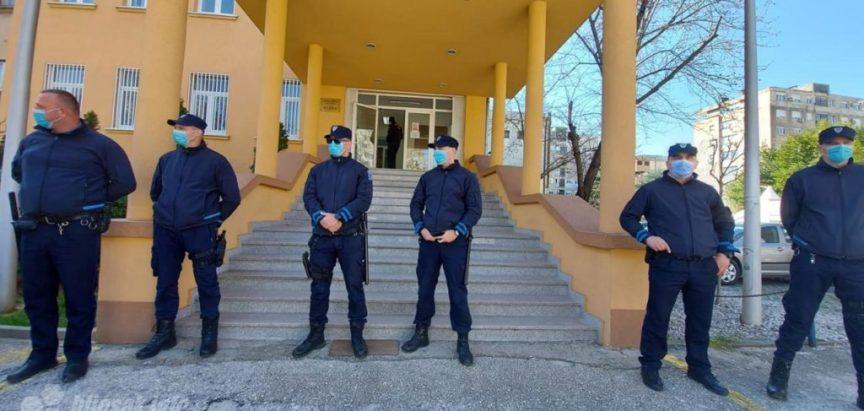 Vlada HNŽ-a osigurala se specijalcima dok su zdravstveni djelatnici u prosvjednoj šetnji