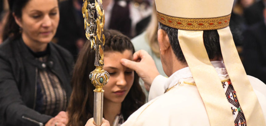 Na Gračacu sakrament potvrde primilo 20 mladih
