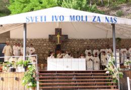 Kardinal Puljić predslavio misu uočnicu u Podmilačju