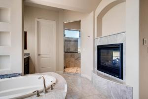 The Vail - Master Bathroom