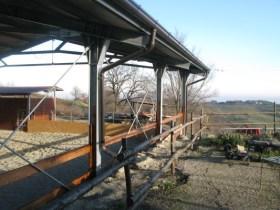 Le recinzioni terminate dal lato della futura griglia
