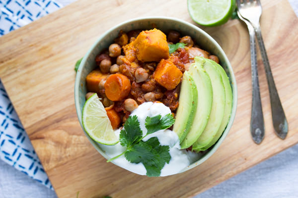 smoky-sweet-potato-and-chickpea-chili-with-lime-5