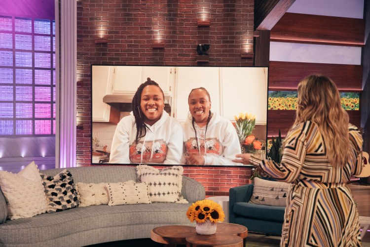 twins, Rae and La Middleton, R&L Crab Co, R&L Crab LLC, crab delivery service, The Kelly Clarkson show, Kelly Clarkson, Black women owned business