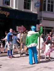 11-Hommes pancartes in Grafton Street1