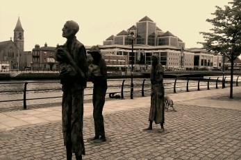 9-The famine Memorial long river Liffey1