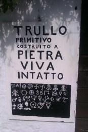 13-Alberobello trullo primitivo et symboles