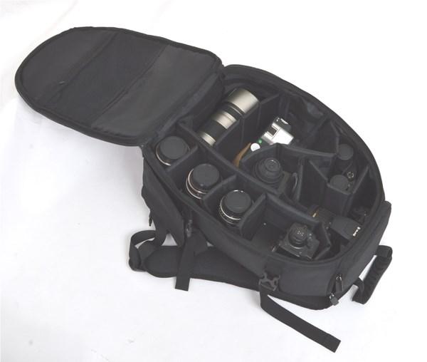 折り畳みいす内蔵のカメラリュック『どこでも座れるカメラリュック』