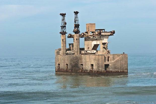 The curious abandoned Sea Cable Car of Sidi Ifni (سيدي إفني), Morocco